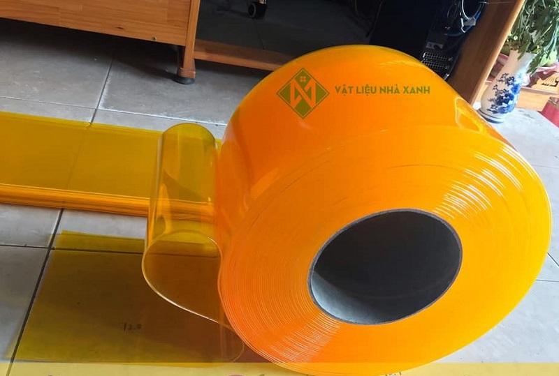 Màn nhựa PVC vàng trong giúp ngăn côn trùng hiệu quả